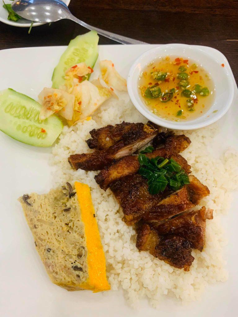 Cơm tấm sườn que Nha Trang - Sưởi ấm mùa mưa, ấm lòng du khách